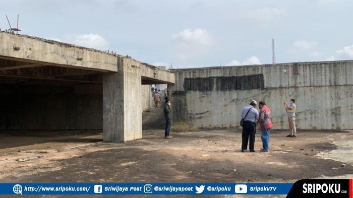 Kondisi banguan Masjid Raya Sriwijaya Jakabaring Palembang yang terbengkalai, Jumat (8/10/2021).
