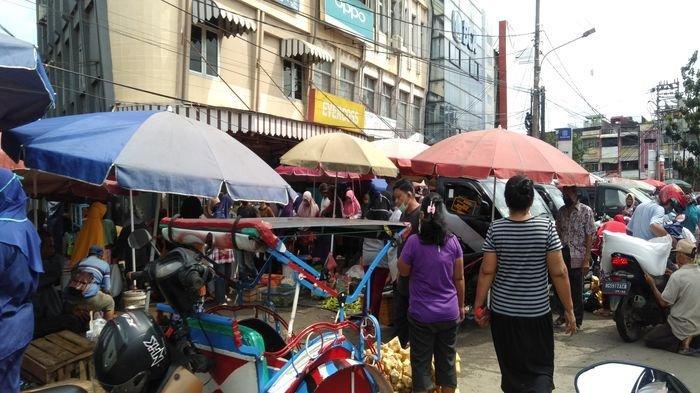 Tidak Ada Lagi Physical Distancing di Pasar Lemabang?