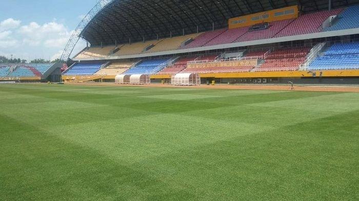 Kondisi terkini rumput Stadion GSJ Palembang yang tengah direnovasi,  Kamis (1/10/2020).