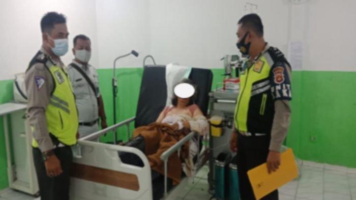 Salah satu korban kecelakaan lalu lintas tunggal Bus PO Sambodo menjalani perawatan. Kecelakaan terjadi pada hari kamis 27 Mei 2021 sekira pukul 05.00 WIB di Jalan Palembang Jambi, tepatnya di tikungan Harmoko, Desa Mekar Jaya Kecamatan Bayung Lincir Kabupaten Musi Banyuasin Sumatera Selatan.