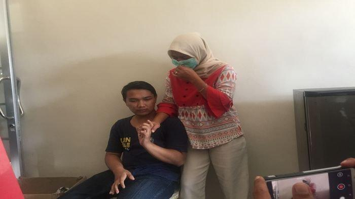 Istri Tersangka Penculikan Pemuda di Palembang Menangis Lihat Korban, Suaminya Melarikan Diri