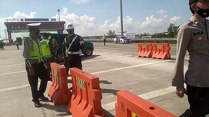Bawa SIKM Sejumlah Pengendara Diizinkan Melintas di Gerbang Kramasan Jalur Tol Kayuagung-Palembang