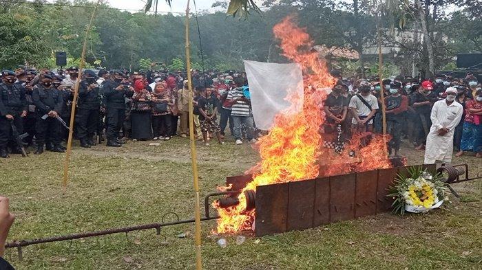 Jenazah Bharatu I Komang Wira Natha Dikremasi, Upacara Pemakaman Dipimpin Kombes Pol Yudo Nughoro