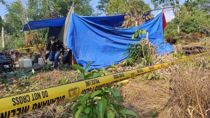 Misteri Kematian Iwan, Disebut Bunuh Diri Tusuk Leher Sendiri Tapi Keluarga Curiga, Makam Dibongkar