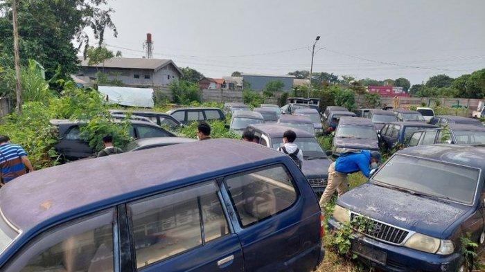 MENGELUPAS dan Dipreteli, Halaman Dishub Jadi Kuburan Puluhan Mobil Dinas