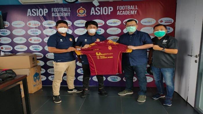 Demi Pendirian Akademi Sriwijaya FC, Hendri Zainuddin Turun Langsung Berguru ke ASIOP & FU15 Academy