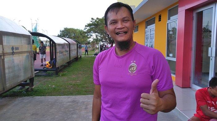 Pelatih Kiper Sriwijaya FC Senyum-senyum Sendiri Selama Latihan, Ini Sebabnya!