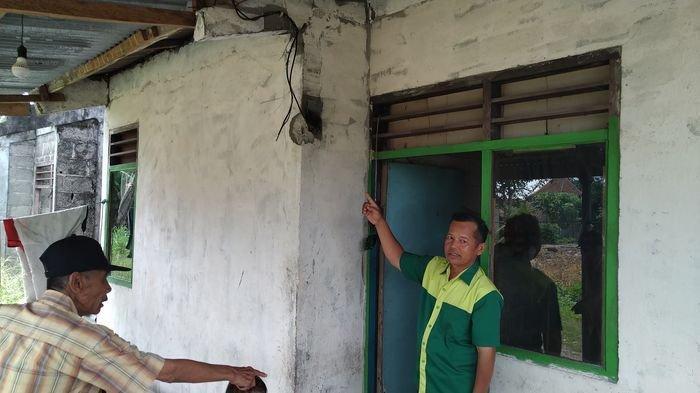 Kwh Listrik Warga di Ogan Ilir Disambar Petir, Melepuh Hingga Tercabut dari Dinding Rumah