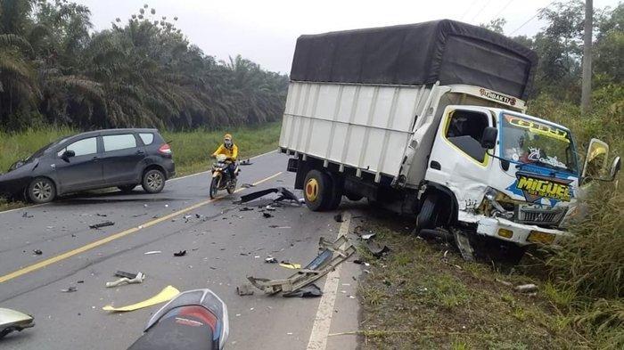 Kecelakaan di Muba, Ada Empat Kendaraan Terlibat Kecelakaan Beruntun di Jalan Palembang-Jambi