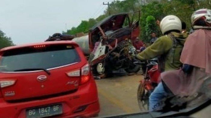 BREAKING NEWS: Beredar Kabar Kecelakaan di Air Batu Banyuasin, Truk Tanki & Ekspedisi Adu Kambing