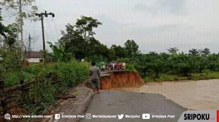 BREAKING NEWS: Ruas Jalan di Desa Banuayu Kikim Selatan Lahat, Putus