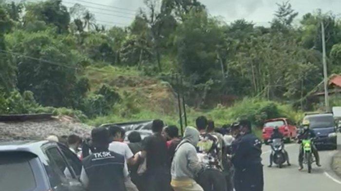 Warga Mamuju, Sulbar, cegat mobil pengangkut logistik