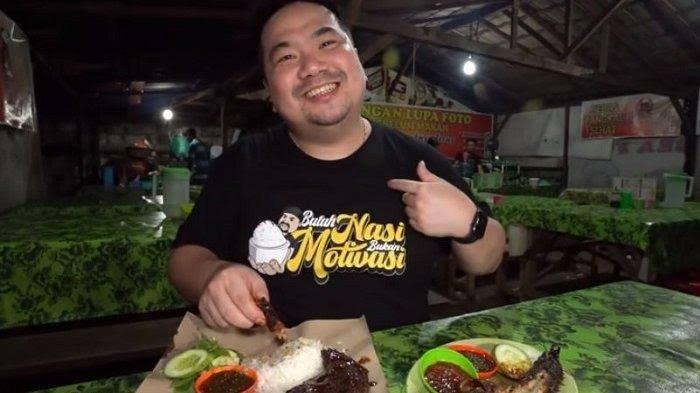 Jalan-jalan Ke Palembang Jangan Lupa Singgah Makan di Warung Pecel Lele Rumah Hantu