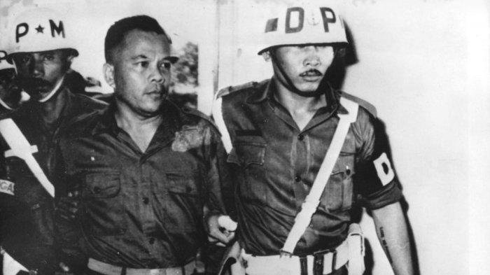 DIKENALI 2 Anggota Armed, Letkol Untung Meloncat dari Bus, Pemimpin Operasi G30S PKI Ditangkap