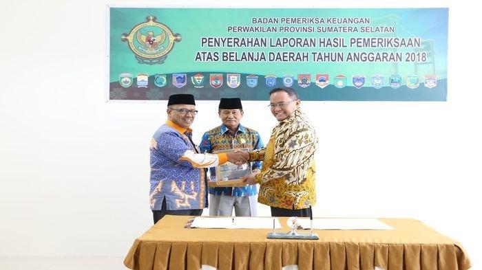 Bupati Muba Dodi Reza Alex Terima Penyerahan LHP Tahun Anggaran 2018