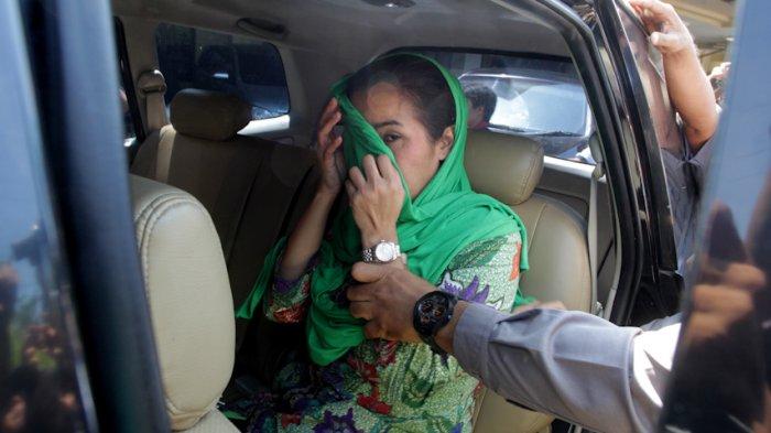 Kisah Cinta Berliku Lily Madari, Ternyata Ini Fakta Istri Gubernur Bengkulu yang Ditangkap KPK