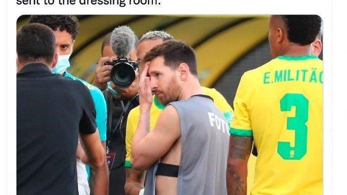 Momen Lionel Messi Pakai Rompi Fotografer Saat Laga Argentina vs Brasil Dihentikan, Dybala Tertawa