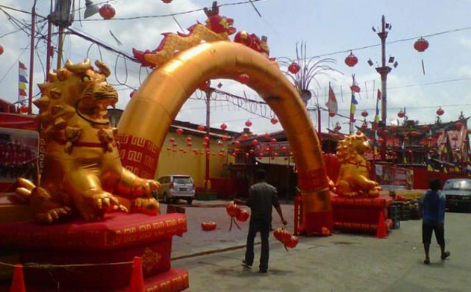 Vihara Dwi Kuan Im Dijaga Liong Merah