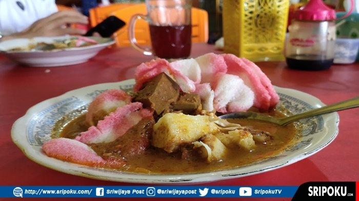 LEZATNYA Lontong Lambau, Makanan Khas Padang yang Laris di OKU Timur, Sudah ada Sejak Tahun 1978