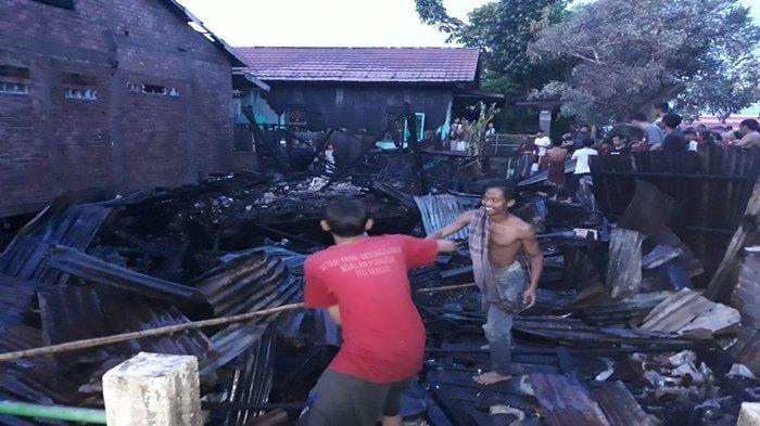 Pagi Buta Kebakaran di Lorong Sungai Lumpur Laut SU II Palembang, Tiga Lansia Kehilangan Rumah