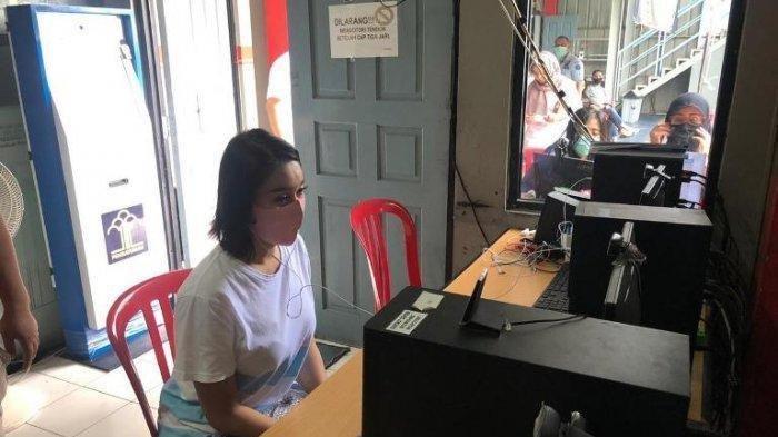 Lucinta Luna saat melakukan teleconference dengan Kejaksaan Negeri Jakarta Barat, Kamis (30/4/2020).