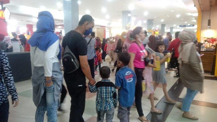 Isi Libur Kemerdekaan, Warga Membludak Penuhi Mal-mal di Palembang, Serbu Tempat Belanja & Makanan