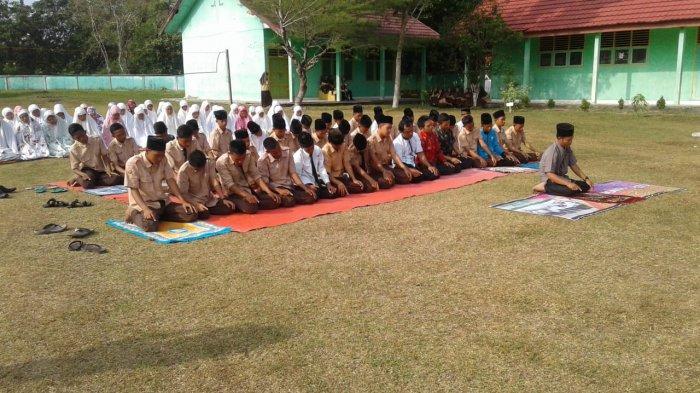 Laksanakan Salat Gaib di Halaman Sekolah, MAN 1 Musirawas Peduli Korban Gempa di Lombok