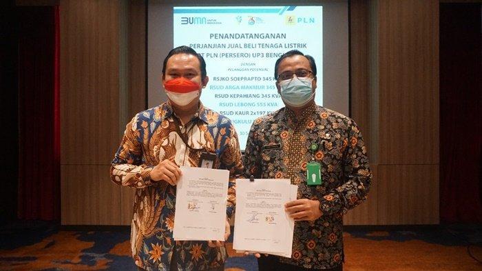 Manager PLN UP3 Bengkulu Hendra Irawan usai penandatanganan perjanjian yang dilakukan oleh Direktur RSUD masing-masing dan pimpinan perusahaan PT SBS di Hotel Mercure Bengkulu pada 30 September 2021.