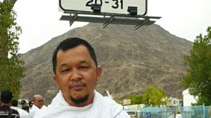 Manajer Sriwijaya FC Hendri Zainuddin berdoa di Mekkah agar Sriwijaya FC promosi Liga 1