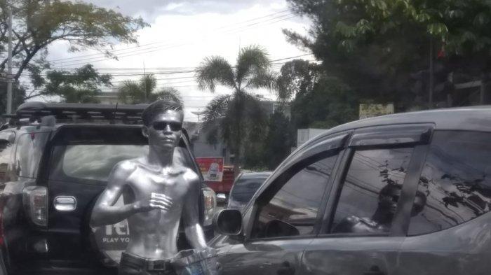 Fenomena Manusia Silver, Badut, dan Bersih Mobil di Lampu Merah Palembang, Tolong Jangan Beri uang