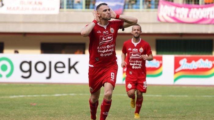 Penyerang Persija Jakarta, Marko SImic saat merayakan golnya ke gawang PSIS Semarang, di Stadion Patriot Chandrabhaga, Kota Bekasi, Minggu (15/9/2019).