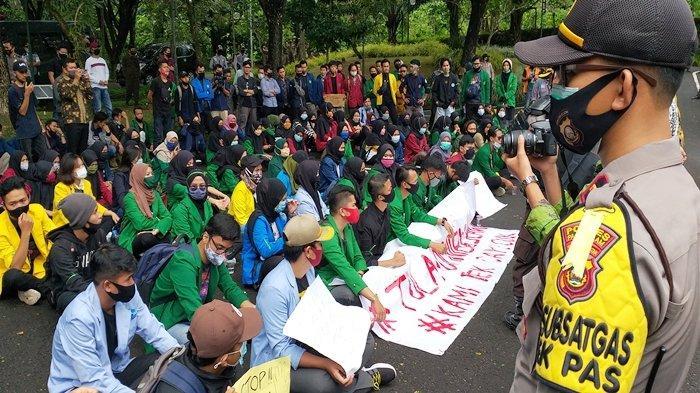 Sudah Ditawari Video Call dengan Ketua DPRD Pagaralam, Massa Aksi tolak Omnibus Law Kekeh Tatap Muka