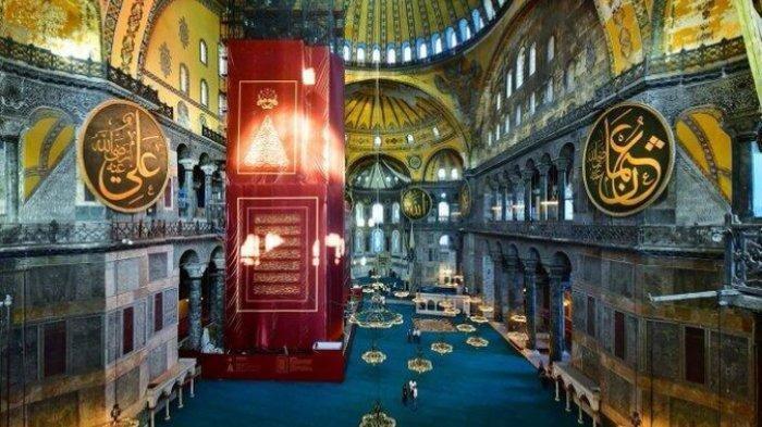 Rakyat Negeri Para Dewa Menangis Lihat Ribuan Umat Muslim Salat Jumat Pertama di Masjid Hagia Sophia