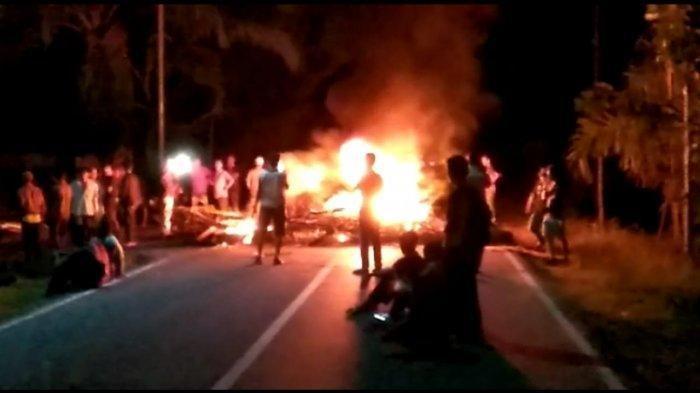 Protes Proses Rekapitulasi Penghitungan Suara, Pendukung Caleg Bakar Ban Blokade Jalinsum Muratara