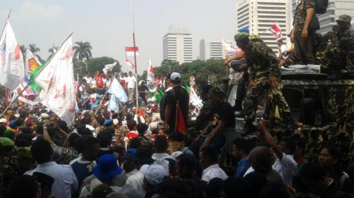 Pendukung Prabowo Terjatuh dan Terinjak-injak