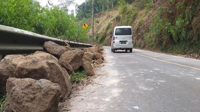 Pagaralam Dilanda Bencana Alam, Hujan Es, Banjir Bandang, dan Kini Batu-batu Berukuran Besar Longsor