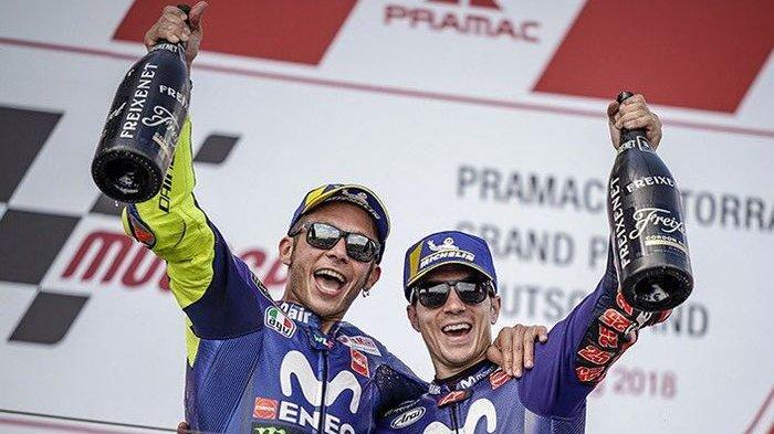 Pembalap tim pabrikan Yamaha di MotoGP, Valentino Rossi (kiri) dan Maverick Vinales.