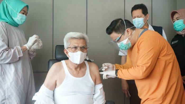 WAGUB Sumsel Mawardi Yahya Disuntik Vaksin, Sempat Ditunda Selama 20 Hari karena Operasi Usus Buntu