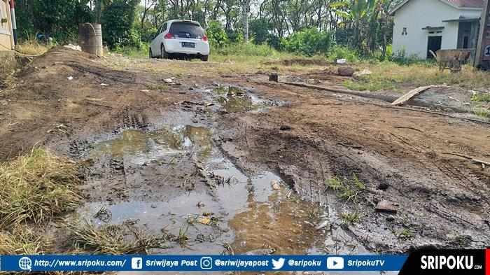 Jalan Belum Dibangun dan Berdebu, Warga Perumnas GBS Jadikan Akses Jalan Mirip Medan Offroad