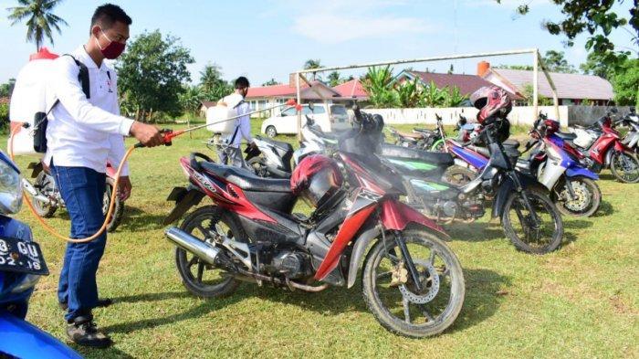 Sepeda Motor Ojek di Musirawas Disemprot Desinfektan, Pengemudi Diimbau Patuhi Protokol Kesehatan