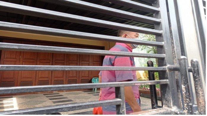 Menantu Akidi Tio, Rudi Sutadi suami dari Heriyanti putri bungsu Akidi Tio saat ditemui Tribun di kediamannya, Rabu (28/7/2021).