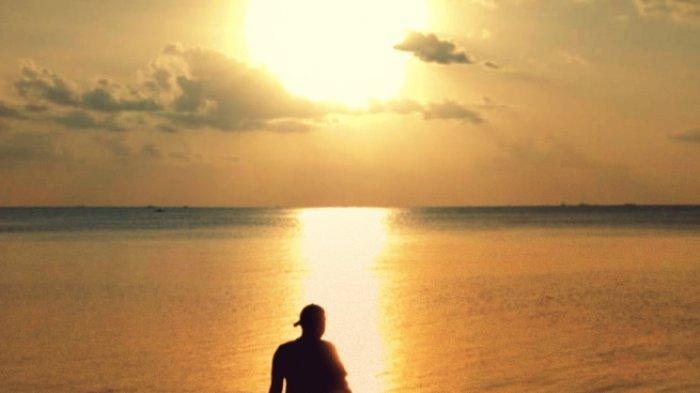 Mencari dan Menikmati Sunset dari  Dekat Setiap Hari  Sabtu Sore di  Pantai Tanjung Tinggi Belitung