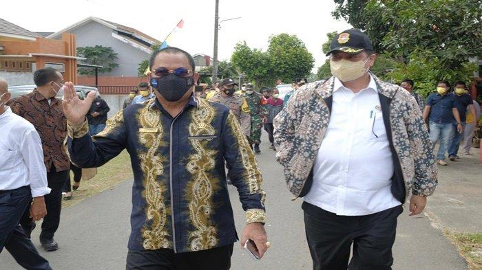 Airlangga Meninjau Kalimantan Selatan dan Pelaksanaan Vaksinasi di GOR Hasanuddin Kota Banjarmasin