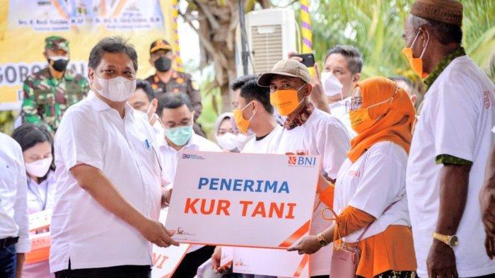 Menko Bidang Perekonomian Airlangga Hartarto Lepas Pengiriman 23.000 Ton Jagung Antar Pulau