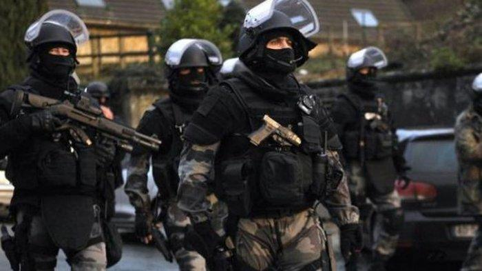 TABRAKKAN Pesawat di Menara Eiffel, Teroris Aljazair Kalah Cepat dengan Pasukan Khusus