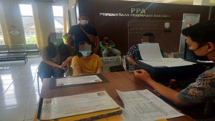 Mertua laporkan menantunya ke SPKT Polrestabes Palembang.