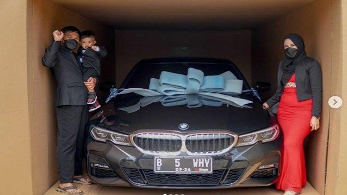 Hadiahi mobil mewah di momen ultah anak ke 2 tahun