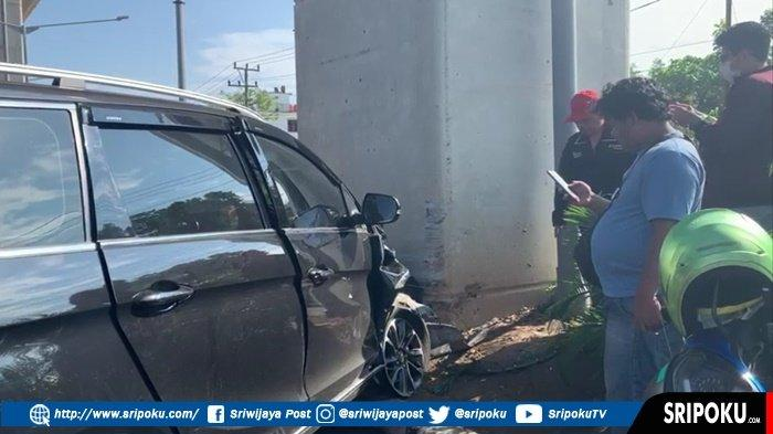 MOBIL Wulling Cortez Tabrak Tiang LRT di Jakabaring Palembang, Air Bag Terbuka Pengendara Selamat