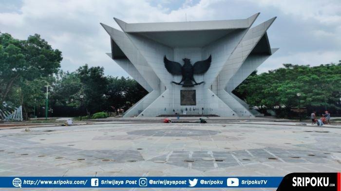 Pengerjaan penataan kawasan Monumen Perjuangan Rakyat Sumatera Selatan atau Monpera Sumsel, Selasa (16/2/2021).