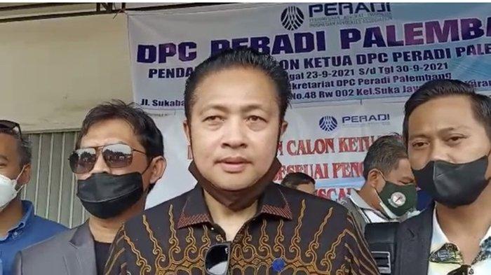 Antar Berkas Pencalonan Ketua DPC Peradi Palembang, Darmadi Djufri 'Disambut' Kantor yang Dikunci